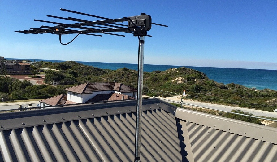 antenna for metal roof